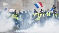 Fransa'da hükümet göstericilere tamamen boyun eğdi