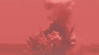 Vahşi işgalci savaş uçakları Gazze'yi şiddetli bir şekilde bombalamaya başladı