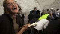 """Yahudi Yerleşimciler Nablus'ta """"Yusuf'un Kabri""""ne Ayin Yapmak İçin Baskın Düzenledi"""