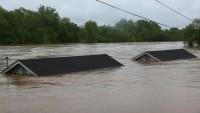 ABD'de sel ağır hasara neden oldu