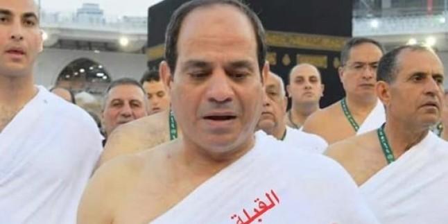 Darbeci General Sisi Umrede Kabe'ye Ters Durarak Kıbleyi Şaşırdı!