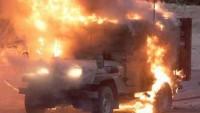 Filistinli Gençler İsrail Askerlerine Ait Askeri Aracı Ateşe Verdi