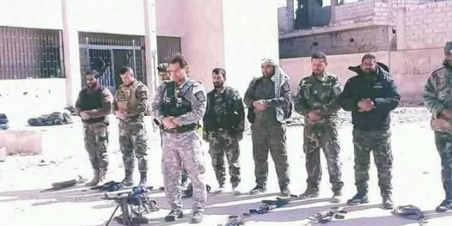 Foto: Kahraman Suriye Askerleri Şii-Sünni Omuz Omuza Aynı Safta Düşmana Mesaj Verdi