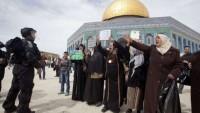 Siyonist İsrail Polisi Filistinli İki Kadına Mescid-i Aksa'dan Uzaklaştırma Cezası Verdi 