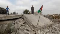 Siyonist İsrail Batı Şeria'da bir evi yıktı