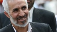TAKİPÇİLERİMİZİN DİKKATİNE – Başta İran medyası olmak üzere, dünya medyasında hızla yayılan İran eski cumhurbaşkanı Mahmud Ahmedinejad'ın kardeşi olan Davut Ahmedinejat'ın Felluce'de IŞİD'e karşı savaşırken şehit olduğu haberleri, Mahmud Ahmedinejat'ın ofisi tarafından yalanlanmıştır. Takipçilerimizden bu yanlışlık için özür dileriz.