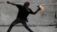 Direnişçilerden Siyonist İşgal Güçleri Devriyesine Molotoflu Eylem