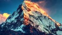 Dünyanın en yüksek dağı olan Everest, Nepal depreminin ardından 3 santim yer değiştirdi