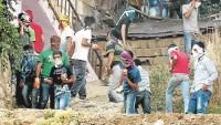 Filistinli Gençler Batı Yaka'da Yahudi Yerleşimcilerin Araçlarını Taşladı