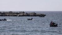 Siyonist İsrail askerleri Filistinli balıkçıyı yaraladı