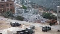 Siyonist İsrail askerleri Filistinli ailenin evini yıktı