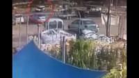 Video: Filistinli şoför Siyonist işgalciyi aracıyla ezdi