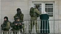 Siyonist İsrail Güçleri Batı Yaka'da 28 Filistinliyi Tutukladı