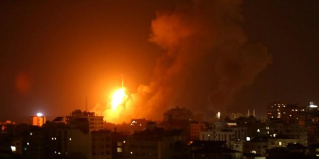 Siyonist İsrail Savaş Uçakları Gazze'yi Yoğun Bir Biçimde Bombalamaya Başladı