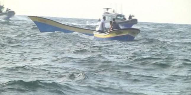 Siyonist Deniz Güçleri Filistinli İki Balıkçıyı Gözaltına Aldı