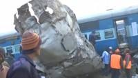 Hindistan'da hızlı tren raydan çıktı: En az 90 ölü
