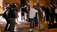 İşgalci İsrail polisi Aksa'da dehşet saçıyor