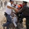 İşgal Güçleri El-Han El-Ahmer'de Toplanan Filistinlilere Saldırıp 3 Kişiyi Tutukladı