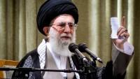 İmam Ali Hamaney: İran halkının hareketinin yönü din ve devrim yönündedir