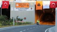 İzmir'in Merkezinde 'Tamamlanmadan Trafiğe Açılmış Tünel'