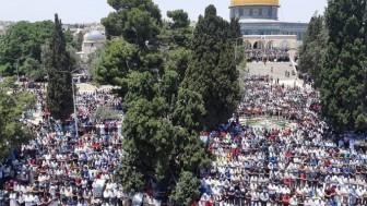 Çeyrek Milyon Müslüman Cuma Namazını Mescid-i Aksa'da Kıldı