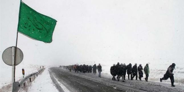 İmam Rıza (as) ziyaretçileri Meşhed'in karlı yollarında