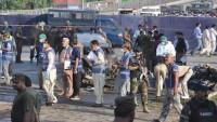 Pakistan'da bombalı saldırı: 7 polis ölü