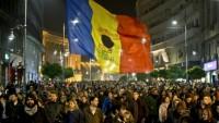 Romanya Bükreş'te binlerce kişi sokaklara dökülerek erken seçim ve siyasi reform istedi