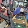 Siyonistler bıçaklı Filistin gençlerinden korunmak için silah dükkanlarına akın etti