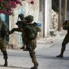 Siyonist İsrail askerleri 15 Filistinliyi gözaltına aldı