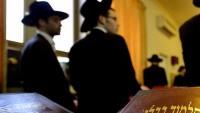 Haredi Yahudileri İsrail Savunma Bakanı'nın konvoyuna saldırdı