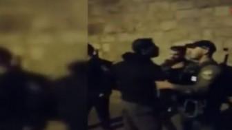 Siyonist İşgalciler Mescid-i Aksa'da Teravih Namazı Kılanlara Saldırdı
