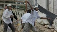 Siyonist Yerleşimciler Kudüs'ün Doğusunda Filistinlilere Ait Otobüse Saldırdı