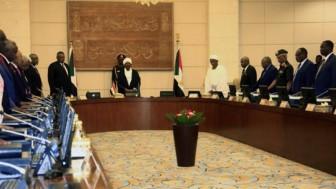 Sudan'da Halkın Devrimini Çalmaya Çalışan Darbeci Generaller Ömer El Beşiri Korumaya Çalışıyor