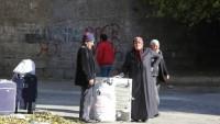 Siyonistlerin Büyük İsrail hayali için her türlü zulmü gören halk perişan halde Sur'u terk ediyor