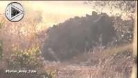 Video: Dera'da Suriye ordusunun fırlattığı bir havan roketinin tekfirci terör çetelerinin başına düşme anı