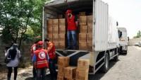 Şam'da Valilik ve Suriye Kızılay Örgütünün işbirliğiyle gıda paketleri dağıtılıyor