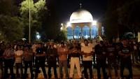 Dün Akşam Binlerce Filistinli Akşam ve Teravih Namazlarını Mescidi Aksa'da Kıldı