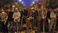 """Yunanistan'da  """"Büyük Şeytan Amerika"""" Karşıtı Yürüyüşler Düzenlendi"""