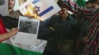 İran'da üniversite öğrencileri Peres'in ölümünün ardından tatlı dağıttı