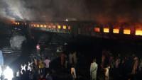 Yolcu treni tankere çarptı: 2 ölü